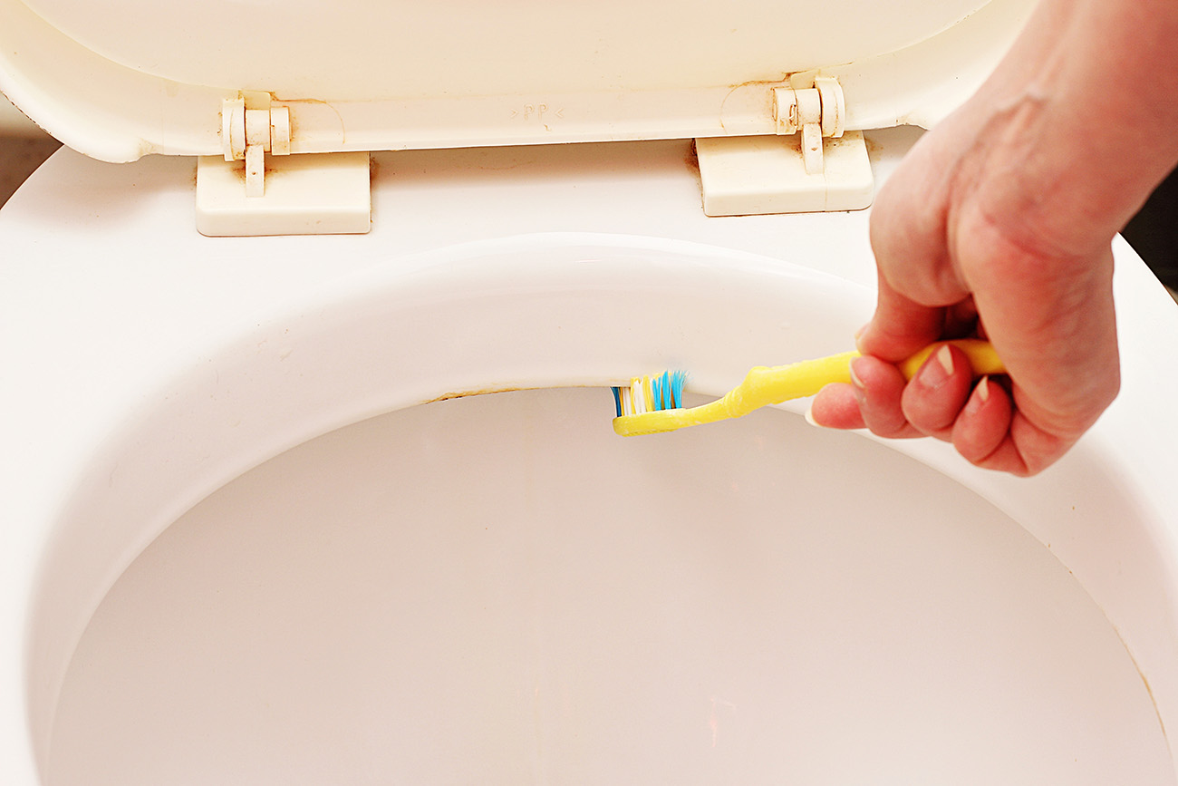How to Clean Toilet Jets (Bacteria, Minerals & Other Debris)